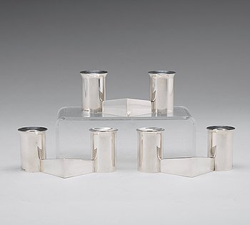 158. CLAËS GIERTTA, a set of three sterling candlesticks, Stockholm 1969.