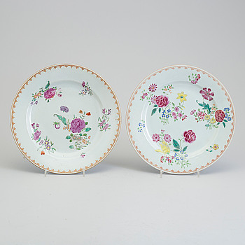 Two famille rose export porcelain plates, Qing dynasty, Qianlong (1736-95).