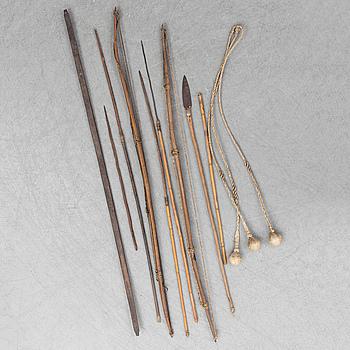 SAMLING VAPEN, pilbågar, kastvapen, spjut och pilar, 10 delar.
