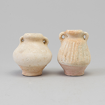 """MINIATYRVASER, två stycken. Sawankhalok, 1440-1470. """"Royal Nanhai""""."""