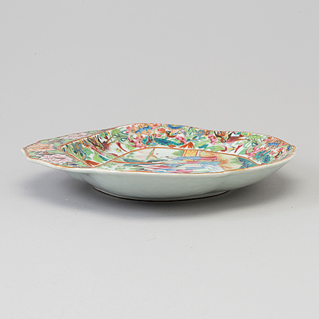 A famille rose porcelain serving dish, canton, qing dynasty, 19th century.