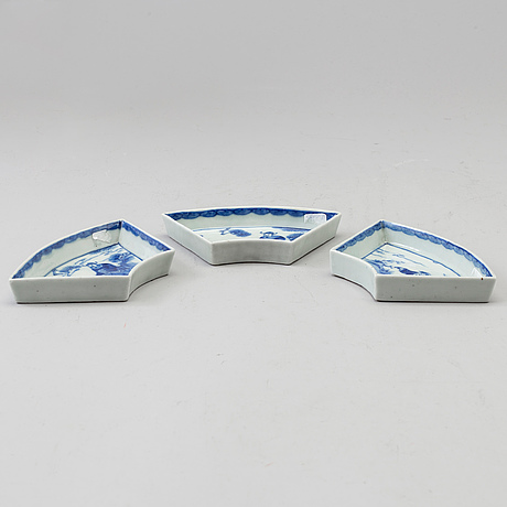 Three blue and white porcelain cabaret trays, qing dynasty, late 19th century