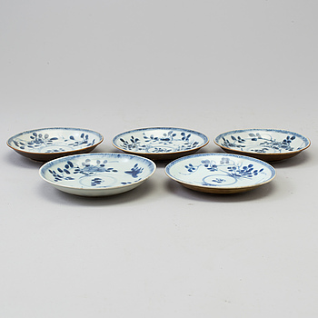 "FAT, fem tycken, porslin. Qing dynastin, Kangxi (1662-1722). ""The Ca Mau Shipwreck""."