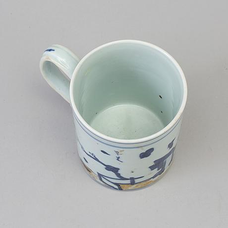A blue and white jug, qing dynasty, qianlong (1736-95). 'nanking cargo'.