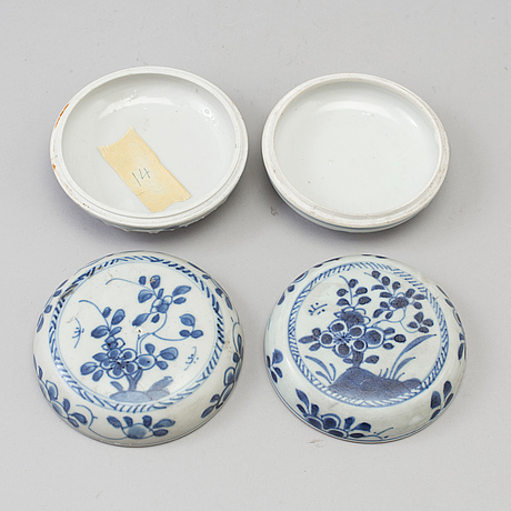 A pair of blue and white jars, qing dynasty, kangxi (1662-1722).