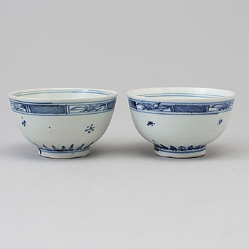 A pair of blue and white bowls, Qing dynasty, 18th Century.
