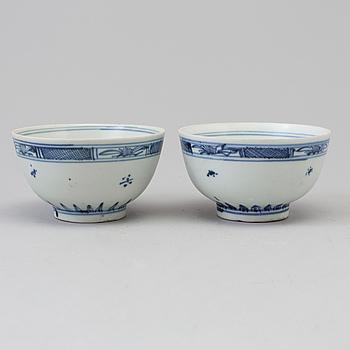 SKÅLAR, ett par, porslin. Qingdynastin, 1700-tal.