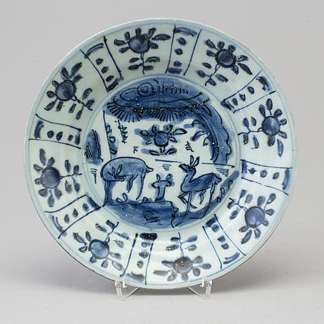 A blue and white dish, ming dynasty, wanli (1572 1620)