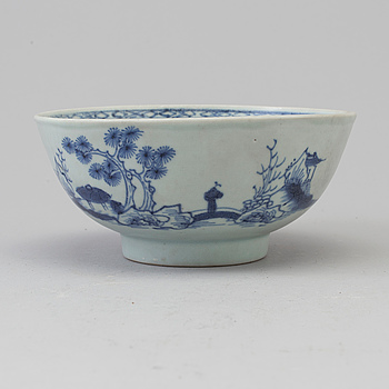 A blue and white bowl, Qing dynasty, Qianlong (1736-95). Nanking Cargo.