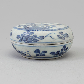 A blue and white box with cover, Qing dynasty, Kangxi (1662-1722).