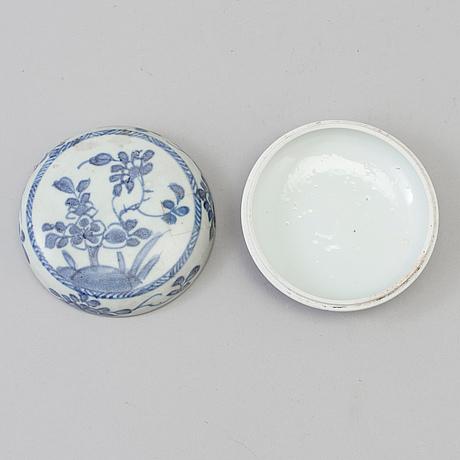 Ask med lock, porslin. qing dynastin, kangxi (1662 1722)