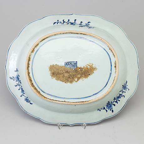 A blue and white tureen stand, qing dynasty, qianlong (1736-95).