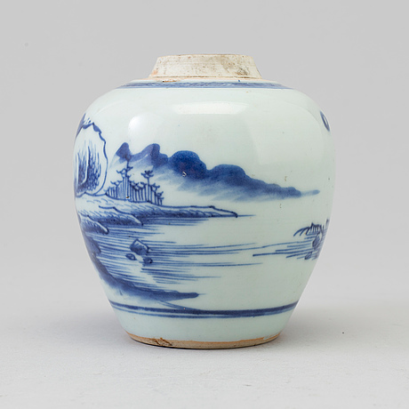A blue and white miniture jar, qing dynasty, 18th century