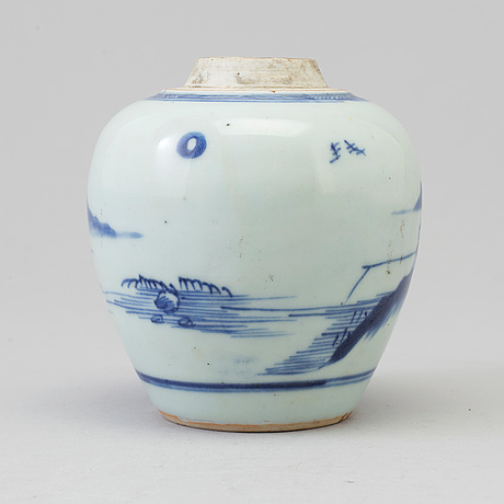 A blue and white miniture jar, qing dynasty, 18th century.