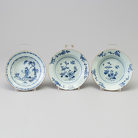 A set of three blue and white dessert dishes, qing dynasty, qianlong (1736-95).