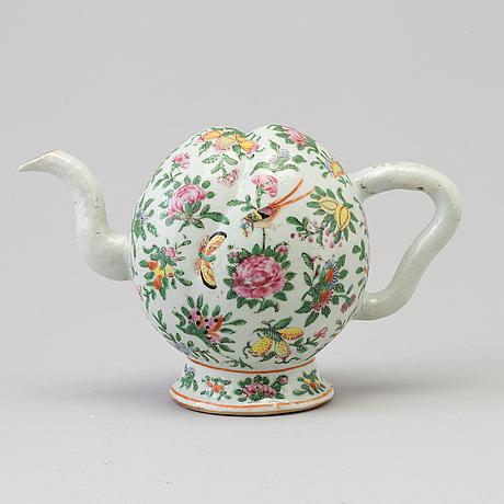 A chinese cadogan tea pot, canton, qing dynasty, 19th century.