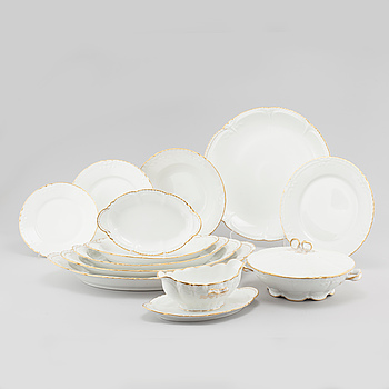 69 pieces of porcelain table ware, by Theodore Haviland, Limoges, first half/mid 20th cenutry.