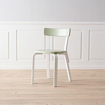 """Stol """"Nr 69"""" Alvar Aalto för Artek."""