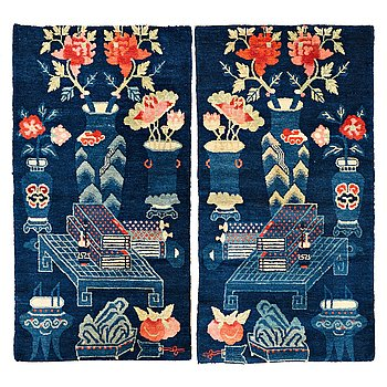 205. RUGS, 1 pair, old/semi-antique Baotou, China, ca 135 x 71,5 cm each.