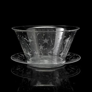 """EDWARD HALD, skål med fat, glas, """"Stjärnhimmelsmönstret"""", Orrefors, 1920-tal ."""