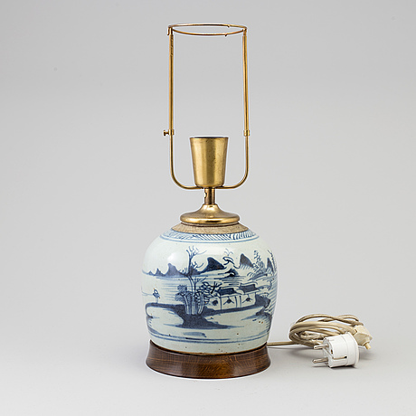 A blue and white jar, qing dynasty, 19th century.