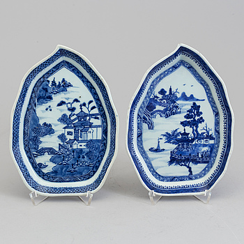 Two blue and white dishes, Qingdynasty, 18th Century.
