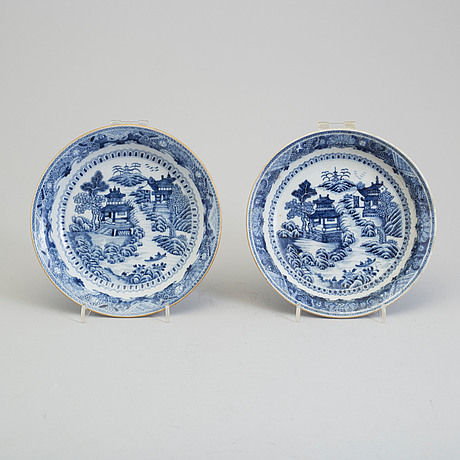 A pair of blue and white dishes, qing dynasty, qianlong (1736 95)