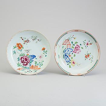SKÅLFAT, två stycken, kompaniporslin. Qingdynastin, Qianlong (1736-95).