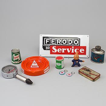 BILMEMORABILIA, 10 delar, bl.a. Redex tryckmätare, oljebehållare, askfat mm.