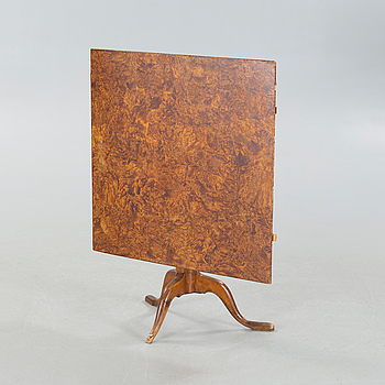 A folding table by Lorentz Lundelius (1776-1805).