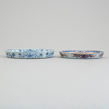 Two blue and white ladle dishes, Qing dynasty, Qianlong (1736-95).