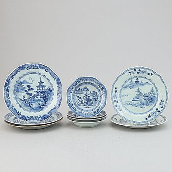 Five blue and white export porcelain plates and four dessert dishes, Qing dynasty, Qianlong (1736-95).