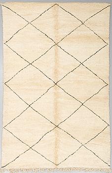 MATTA, Marocko, ca 330 x 217 cm.