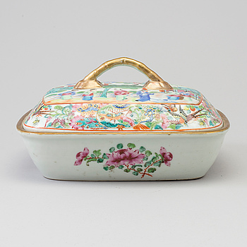 A famille rose porcelain tureen with cover, Canton, Qing dynasty, 19th century.