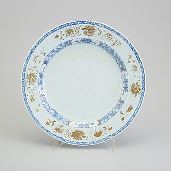 A blue and white and gilt export porcelain dish, Qing dynasty, Qianlong (1736-95).