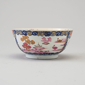 A Chinese Export porcelain bowl, Qing dynasty, Qianlong (1736-95).