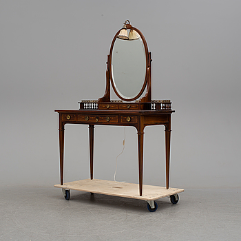 An early 20th century dressing table.