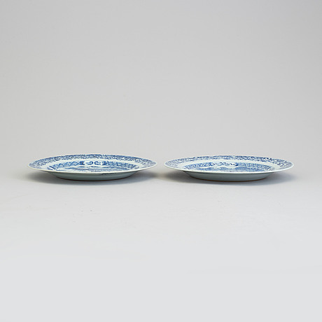 A pair of blue and white export porcelain plates, qing dynasty, qianlong (1736 95)