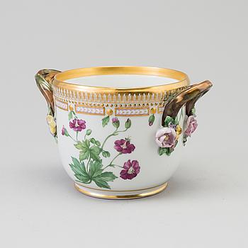 """YTTERFODER, porslin, """"Flora Danica"""", Royal Copenhagen, Danmark."""