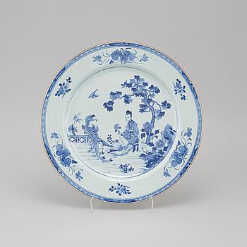 SERVINGPLATE, porslin, China, Qianlong (1736-1795).