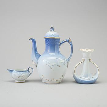 A 37-piece 'Måsen' porcelain service, Bing & Gröndahl, Denmark, second half of the 20th century.