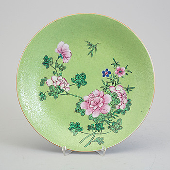 A famille rose sgraffiato porcelain dish, Qing dynasty.