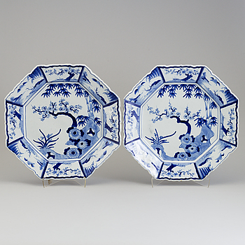 A pair of blue and white porcelain chargers, Japan, 20th century.