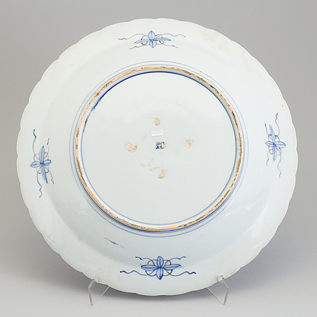 A japanese blue and white porcelain charger, meiji (1868 1912)