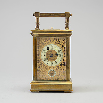 A mid 20th century mantle clock.