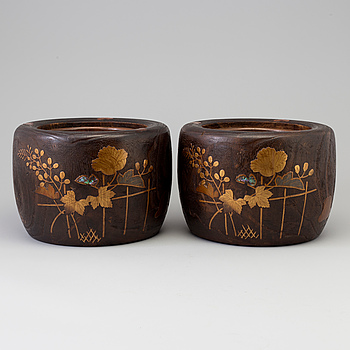 A pair of wooden carved Hibichi planters, Japan, Meiji (1868-1912).