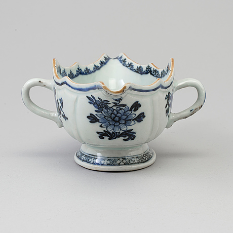 A blue and white export porcelain saucer, qing dynasty, qianlong (1736 95)