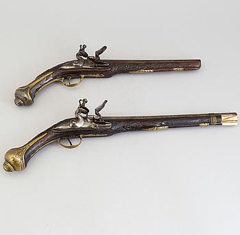 FLINTLÅSPISTOLER, 2 st, 1700-tal, för den orientaliska marknaden.