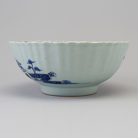 A blue and white export porcelain bowl, qing dynasty, qianlong (1736 95)