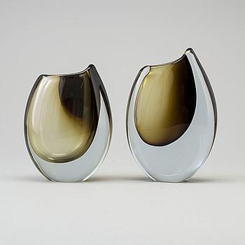 """GUNNAR NYLUND, vaser, 2 st, glas, """"Shark Tooth"""", Strömbergshyttan, 1950/-60-tal."""